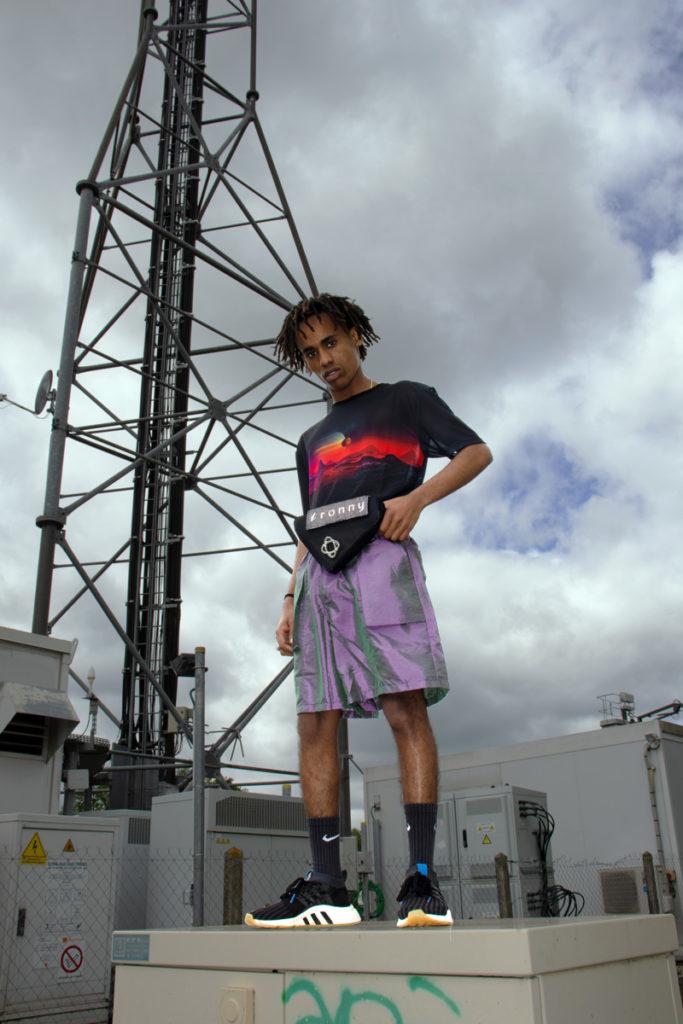 Contre plongée streetwear flex